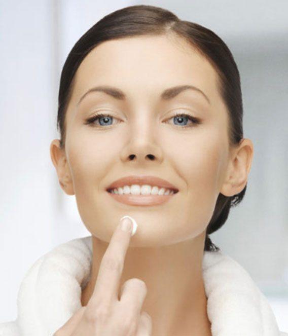 aplicar cremas piel