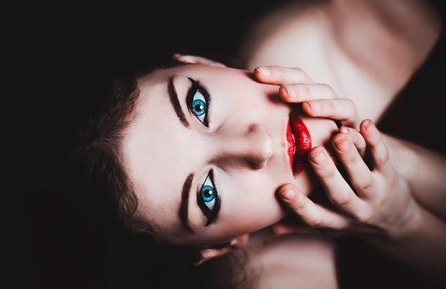 blue eyes 237438 640
